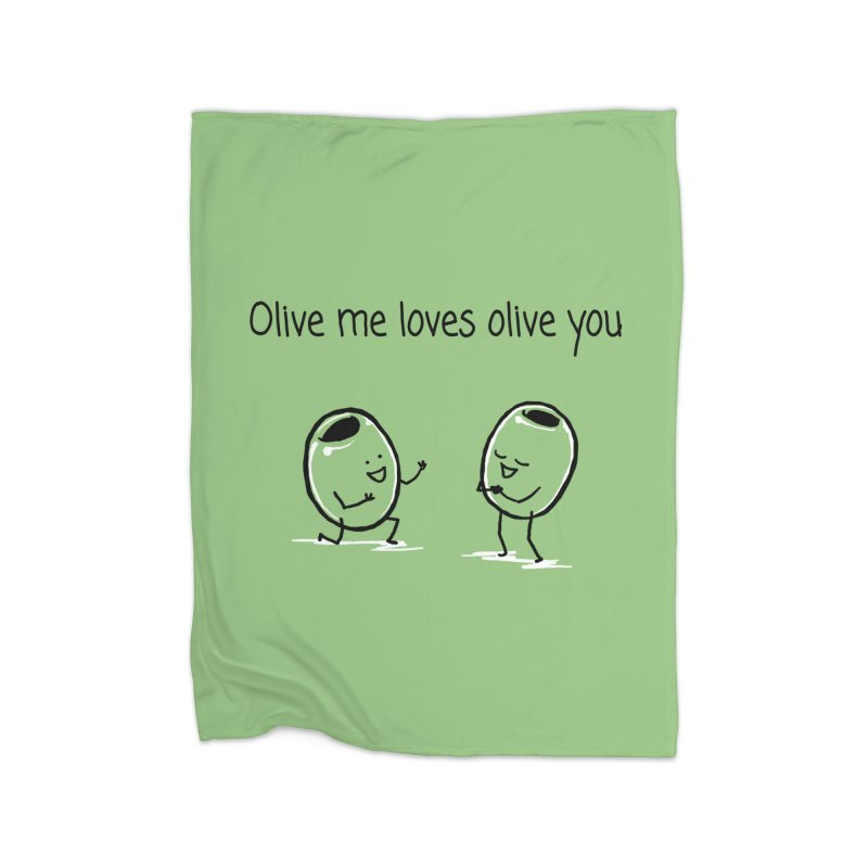 Olive me loves olive you Home Fleece Blanket Blanket by 1 OF MANY LAURENS