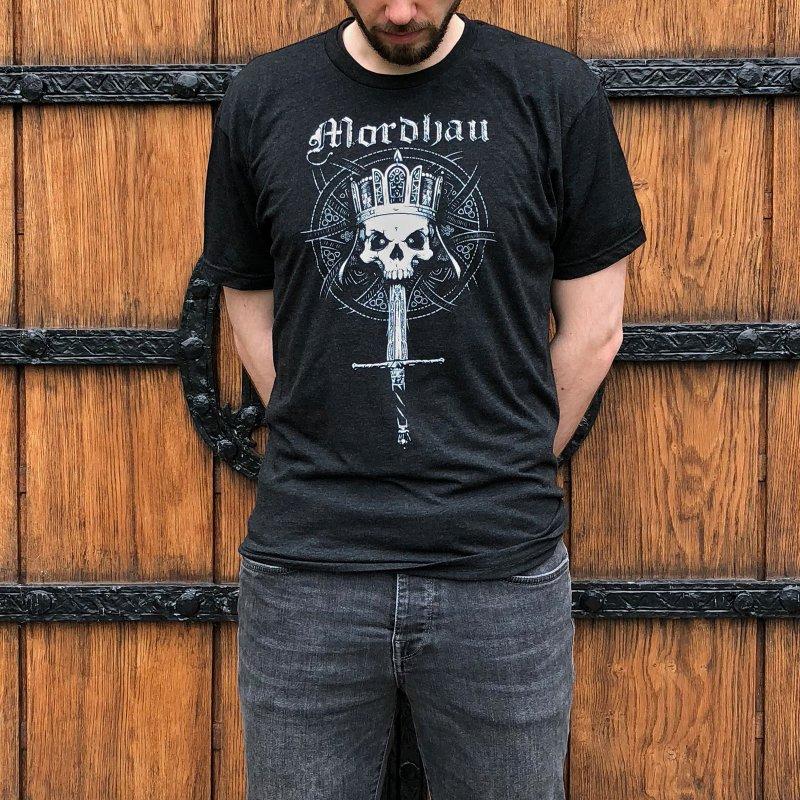 Mordhau Skull (white) in Men's Triblend T-Shirt Heather Onyx by Mordhau Merchandise