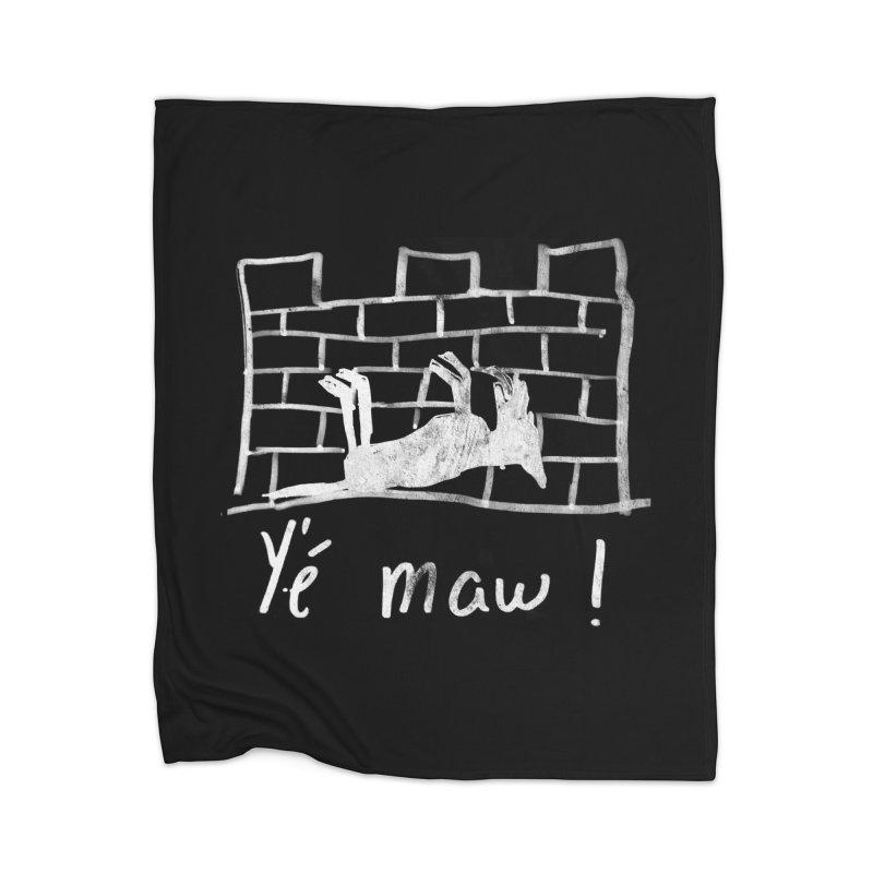 La guerre des tuques Home Blanket by Chaudaille