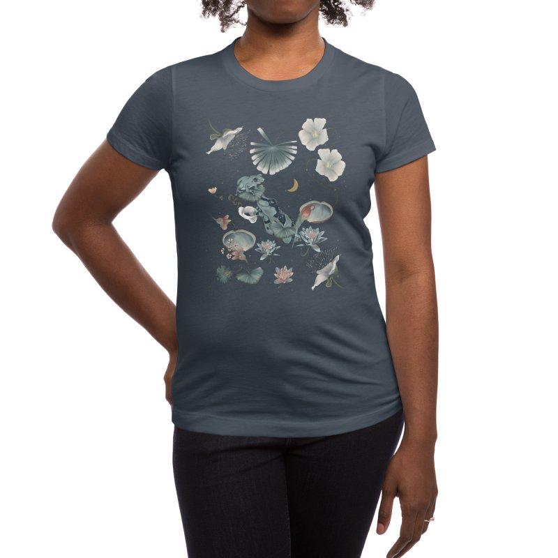 Tropical flora and fauna by night Women's T-Shirt by Kreativkollektiv Friedlos und Streitsüchtig