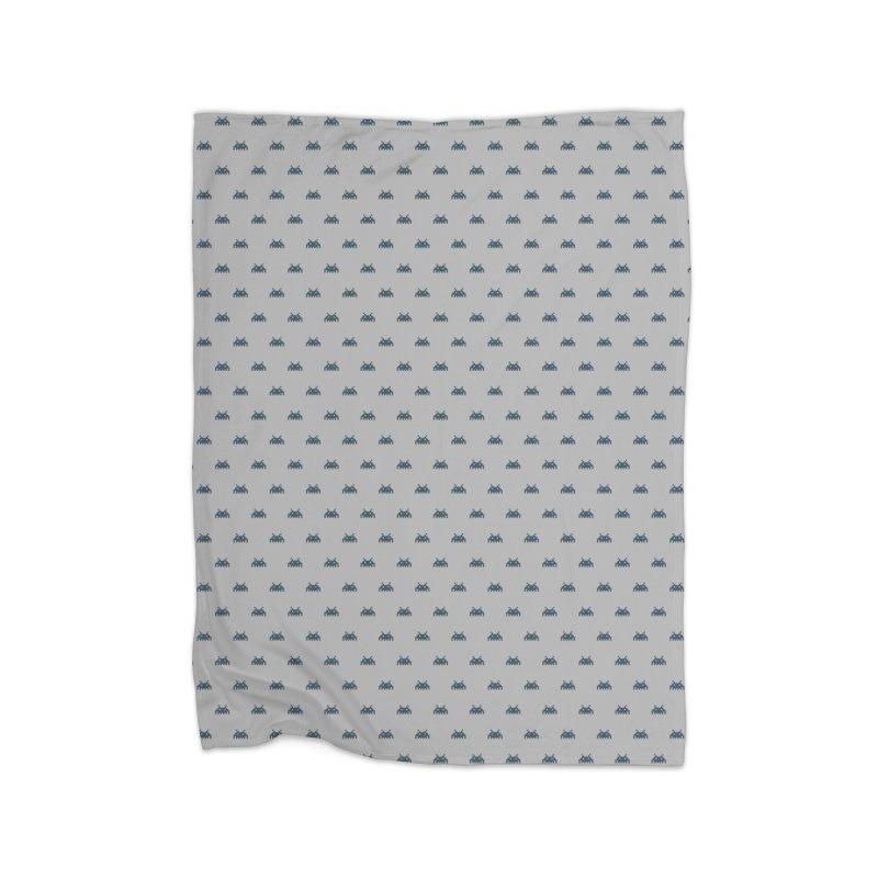 Alien Motif Pattern Home Fleece Blanket Blanket by Mr Loco Motif