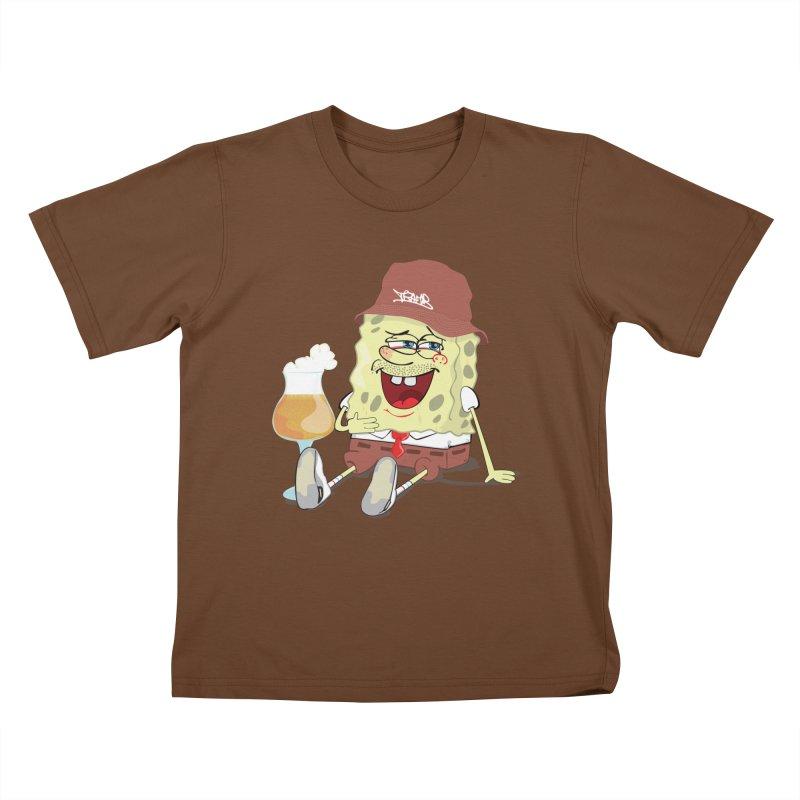 Sponge Beer Kids T-shirt by Tramb