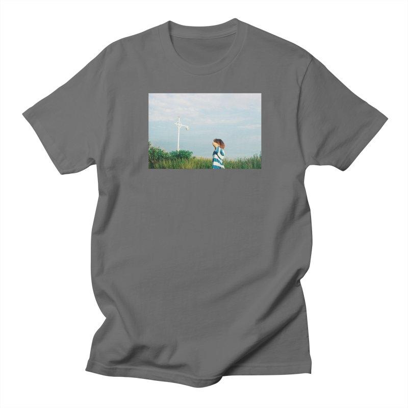 Friend at Riis Beach Men's T-Shirt by zoegleitsman's Artist Shop